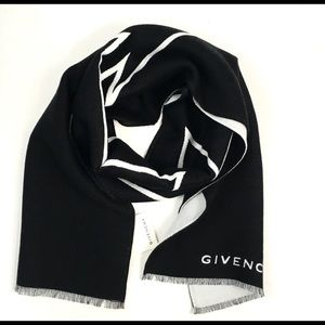 Givenchy Arrow knit skarf